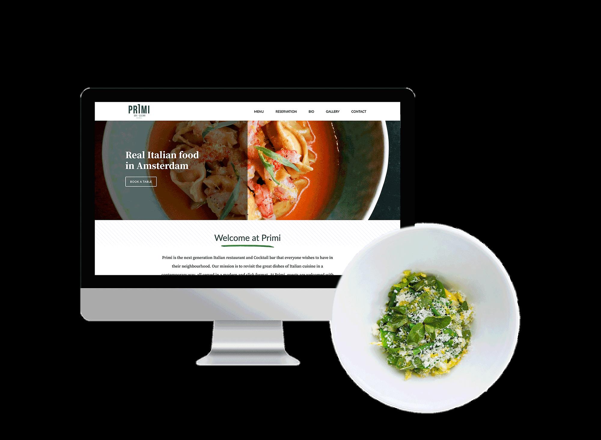 iMac met de Primi Amsterdam homepagina naast een bord met een gerecht