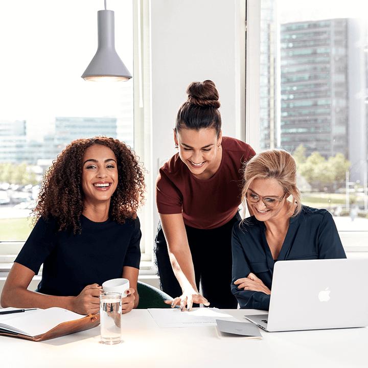 Drie dames van Ensolid aan het brainstormen